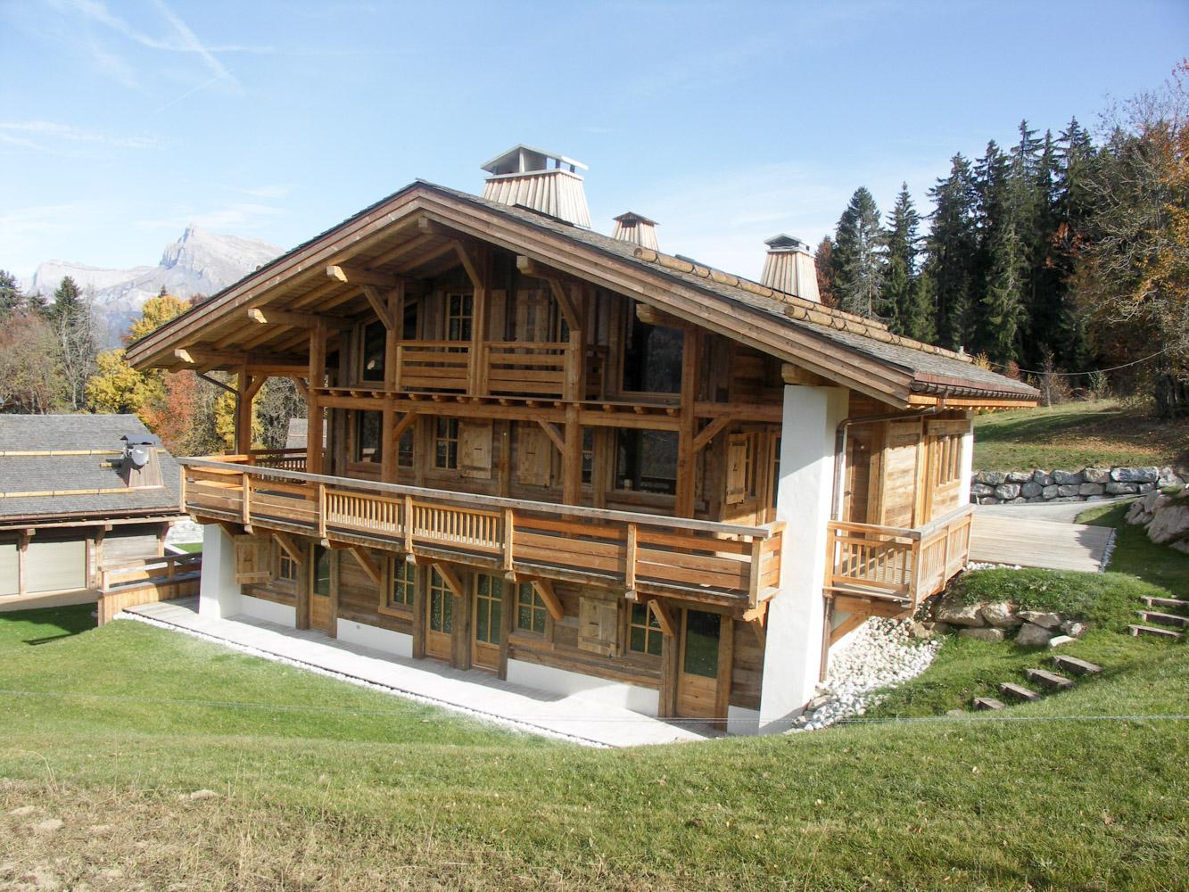 Balcon en bois pour chalet salle de bain chalet bois for Cout chalet bois